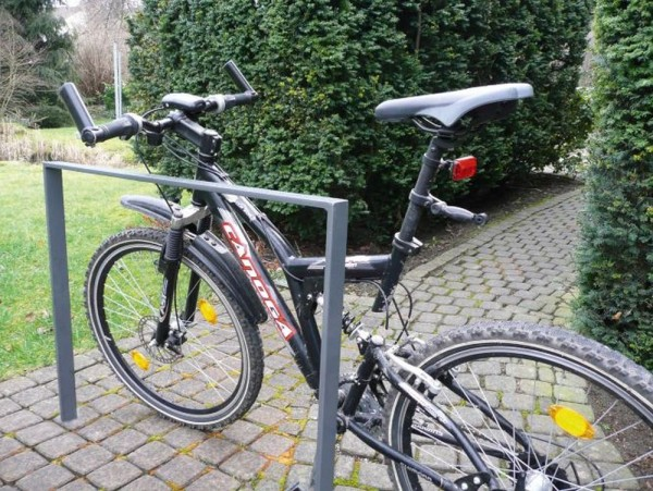 Fahrradständer Anlehnbügel mit Querholm aus 50 x 12 mm Flachstahl