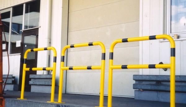Schutzbügel mit Knieholm gelb schwarz zum Einbetonieren Werkschutz