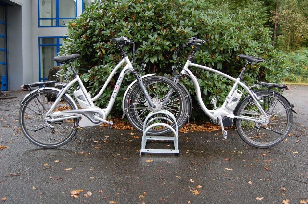 fahrradst nder zweiseitig befahrbar f r 4 12 fahrr der amsdirekt. Black Bedroom Furniture Sets. Home Design Ideas